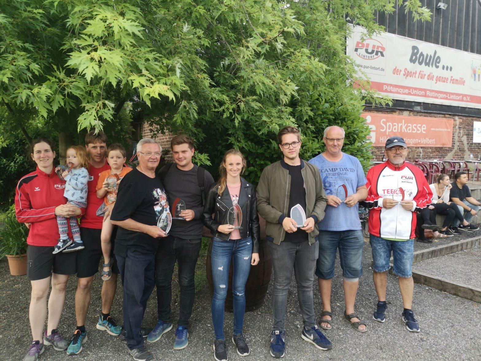 v.li.: Ana Casado und Daniel Casado, 3. Platz; Rudi Geiger und Moritz Rosik, 2. Platz Julia Reimers und Niklas Flocken 1. Platz und Stadtmeister; Bernd Reimers und Karl-Heinz Menge, 3. Platz